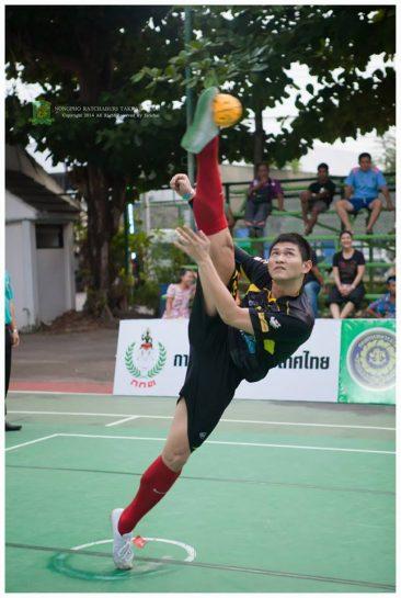 Wirawut Na Nongkhai serving for Nongpho Ratchaburi Takraw Club A